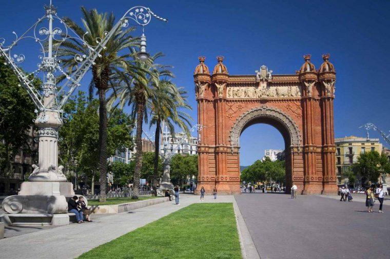Barcelona_segway_tour_arch_de_triumph-1024x680