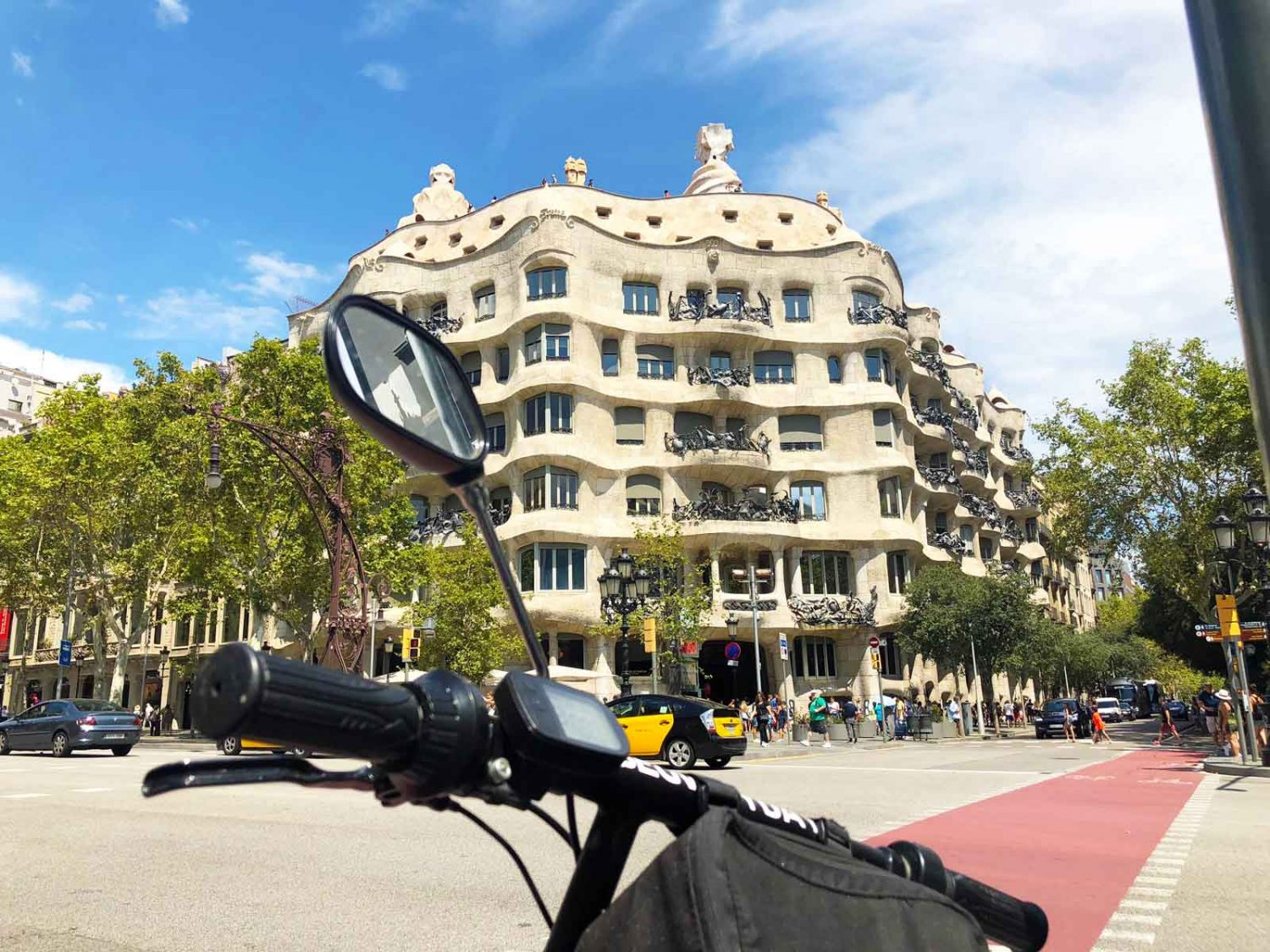 barcelona_electric_scooter_la_pedrera